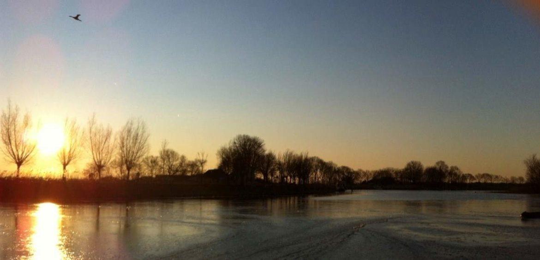 Winter-op-het-water-AWN-Woonboot-Makelaar