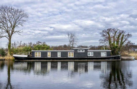 Woonschip zonder ligplaats: De Zonnewende