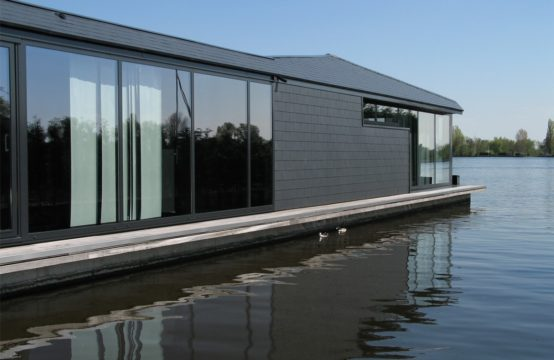 HIGHTECH WATERVILLA IN AALSMEER