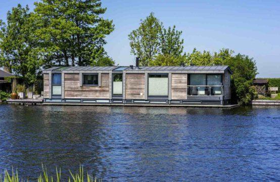 Luxe watervilla op de Vecht