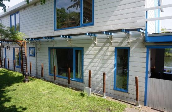 Woonark met 2 zelfstandige appartementen, zonder ligplaats