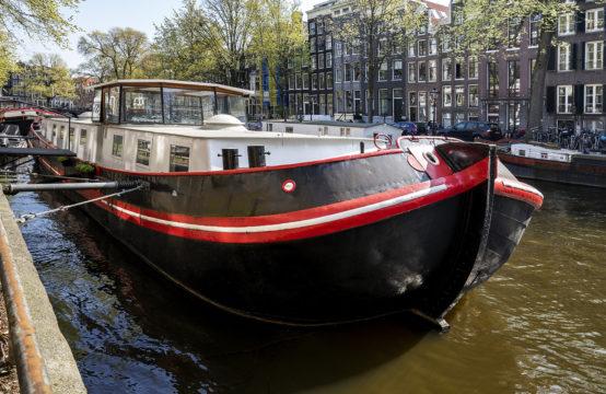 Design woonschip aan de Keizersgracht in Amsterdam