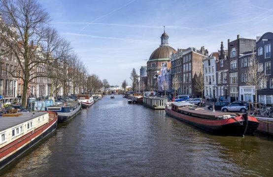 Historische woontjalk in hart van Amsterdam