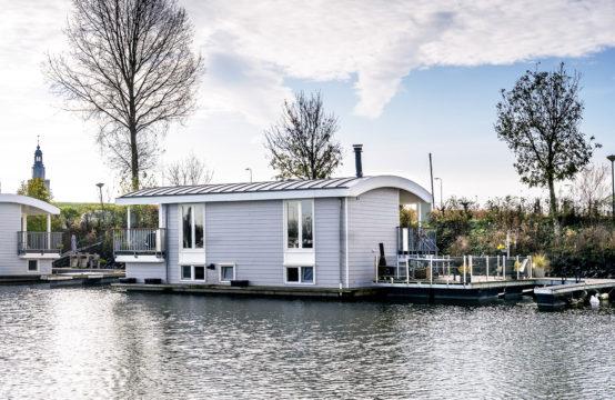 Moderne watervilla aan de Lek