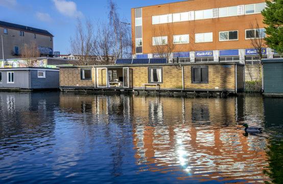 Woonark met uitzicht in Amsterdam-Oost